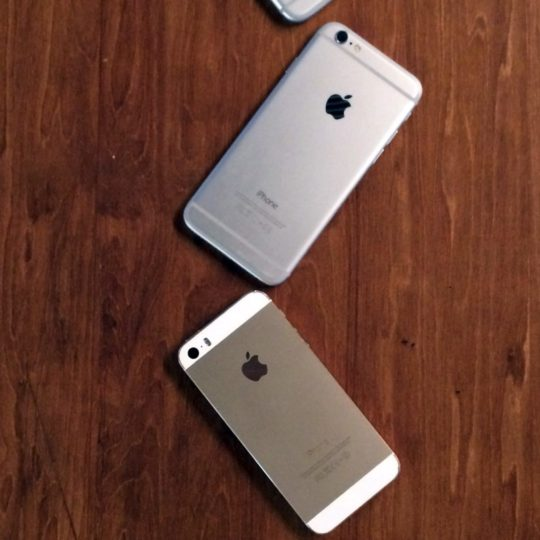 iPhone4s,iPhone5s,iPhone6,iPhone6Plus木机茶色の Android スマホ 壁紙