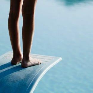 足飛び込み台水青の Apple Watch 文字盤壁紙