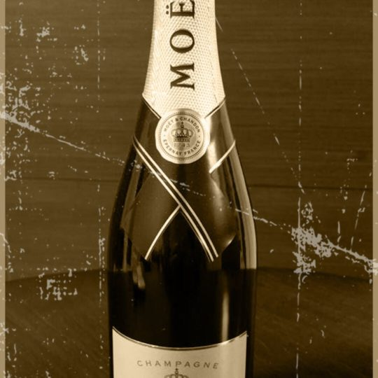 Moet et Chandon Sepia Android SmartPhone Wallpaper