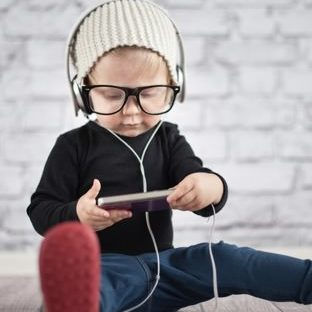 Cute baby glasses smartphone Apple Watch photo face Wallpaper