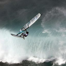 Character Surfing iPad / Air / mini / Pro Wallpaper