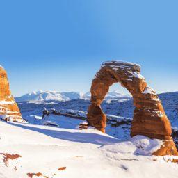 Snowy mountain landscape iPad / Air / mini / Pro Wallpaper