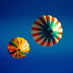 Landscape colorful balloon iPad / Air / mini / Pro Wallpaper