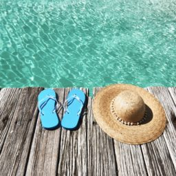 Sea hat sandals Beach iPad / Air / mini / Pro Wallpaper