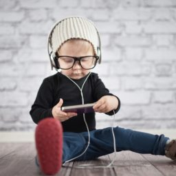 Cute baby glasses smartphone iPad / Air / mini / Pro Wallpaper