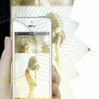 smartphone women iPhone5s / iPhone5c / iPhone5 Wallpaper