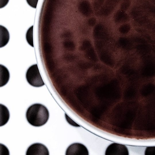 Taza de café puntos en blanco y negro Fondo de Pantalla SmartPhone para Android
