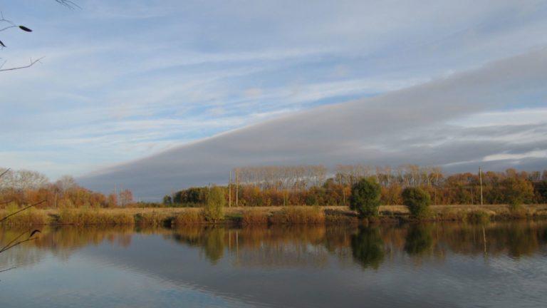 Paisaje del cielo lago Fondo de escritorio de PC / Mac