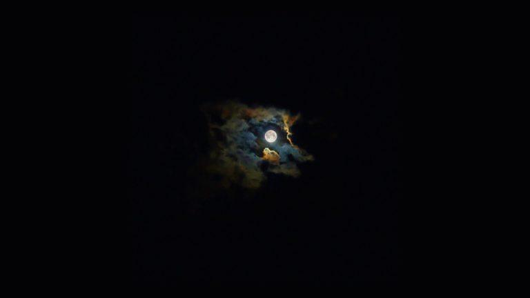 Paisaje nocturno cielo luna negro Fondo de escritorio de PC / Mac