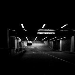 Paisaje de Estacionamiento negro iPad / Air / mini / Pro Wallpaper