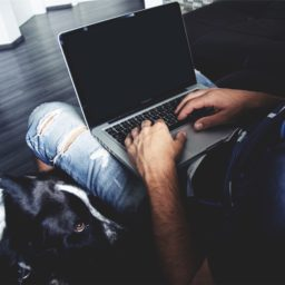 Hombres MacBook Pro perro iPad / Air / mini / Pro Wallpaper