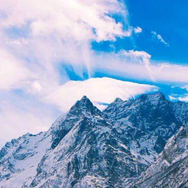 Cubiertas de nieve nubes paisaje de montaña Fondo de Pantalla de iPhone8