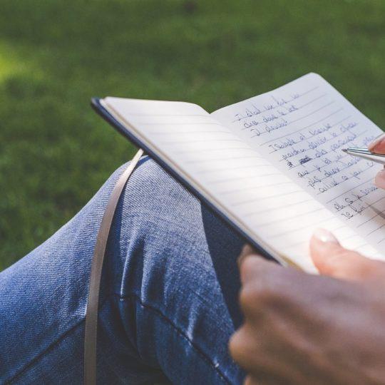 Orang studi membaca patina Android SmartPhone Wallpaper