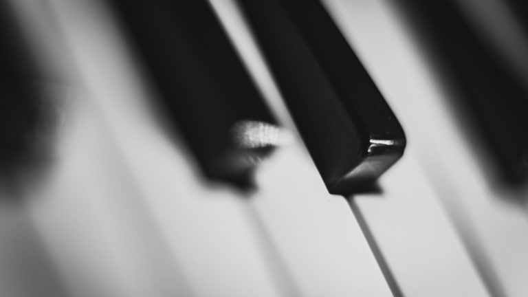 Piano keren hitam-putih Desktop PC / Mac Wallpaper