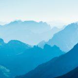 Pemandangan gunung biru