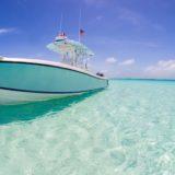 Pemandangan biru laut kapal