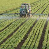 Pertanian kendaraan traktor hijau
