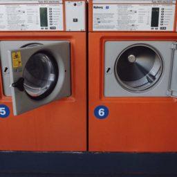 コインランドリー洗濯機赤の iPad / Air / mini / Pro 壁紙