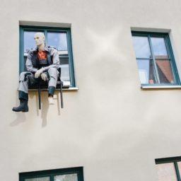建物窓人形の iPad / Air / mini / Pro 壁紙
