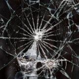 割れたガラス黒クール