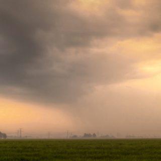 自然牧場緑夕暮れ雲の iPhone5s / iPhone5c / iPhone5 壁紙