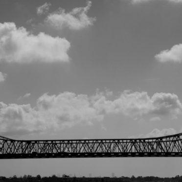 風景空海橋雲白黒の iPhone7 壁紙